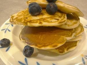 buttermilk-pancakes-with-blueberries-3694142
